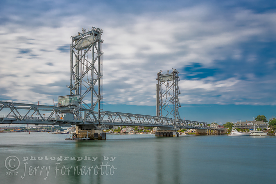 The World War I Memorial Bridge is a vertical-lift bridge. The bridge connects Portsmouth, New Hampshire, to Kittery, Maine.