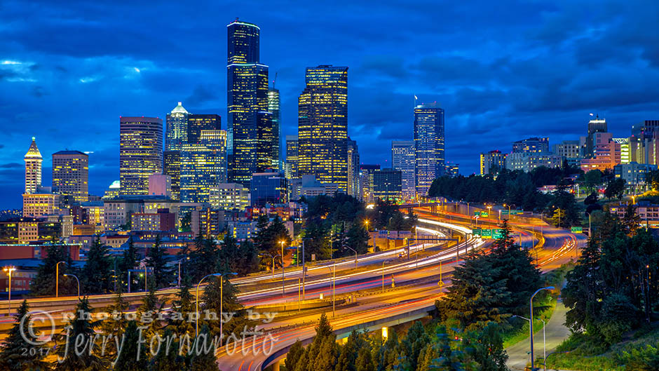 Seattle Skyline at twilight. Canon 5D MKIV, Canon 70-200m set to 60mm, 5sec, f5