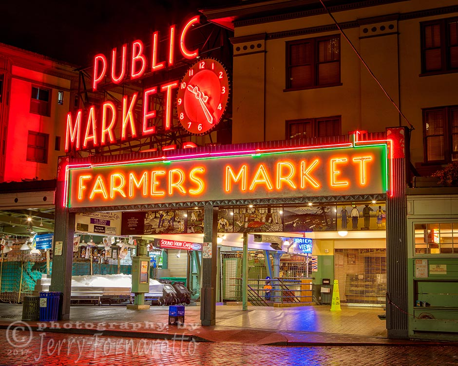 Pike Place Public Market. Canon 5D MKIV, Canon 24-70mm set to 40mm, 5sec, f11